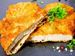 Пържено панирано свинско контра филе (карета, контрафиле) в яйца и брашно - снимка на рецептата